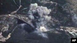 Ảnh do Bộ Quốc phòng Nga công bố cho thấy một vụ ném bom của chiến đấu cơ Nga tại Syria.