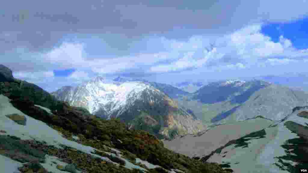 قله پازن پیر در شهر سی سخت ۳۵ کیلومتری ياسوج، محل سقوط هواپیمای مسافربری تهران- یاسوج عکس: بهمن حسن پور (ارسالی شما)