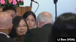 台灣總統蔡英文2017年8月8日與美國前副總統切尼握手(美國之音黎堡攝)