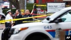Cảnh sát tại hiện trường vụ tấn công ở Đại học Ohio, ngày 28 tháng 11 năm 2016.