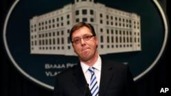 Perdana Menteri Serbia Aleksandar Vucic dalam konferensi pers mengenai Srerbenica di di Belgrad, Serbia (19/6).