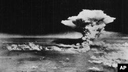 """""""Ядерный гриб"""" от взрыва над Хиросимой"""
