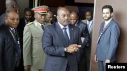 Le président congolais Joseph Kabila arrive au sommet des Chefs d'Etat de l'Afrique centrale et australe sur la crise en RDC, à Luanda, Angola, 21 octobre 2016.