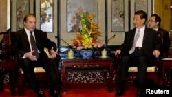 PM Pakistan Nawaz Sharif (kiri) saat bertemu Presiden China Xi Jinping di Beijing (foto: dok).