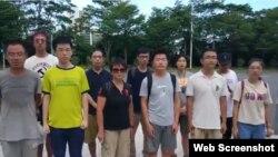 7月30日從中國各地趕來的工友、學生、沈夢雨等15人到深圳坪山區政府給書記遞交公開信。(推特截圖)