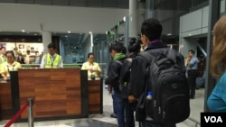 FILE - Cambodian workers at Phnom Penh International Airport traveling to Seoul, South Korea. (Poch Reasey/VOA Khmer)