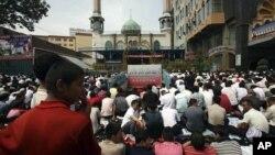 Urumchidagi masjid, 2008-yil, 8-avgust