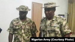 Des officiers de l'armée nigériane à Maiduguri, Nigeria, 18 mai 2016.