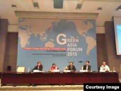 លោក ទុយ សេរីវឌ្ឍនា នាយកប្រចាំប្រទេសនៃអង្គការសត្វព្រៃនិងរុក្ខជាតិអន្តរជាតិកម្ពុជា និយាយនៅក្នុងវេទិកាអាស៊ីបៃតង Green Asia Forum លើកទី៤ កាលពីឆ្នាំ២០១៥។ (រូបថតផ្តល់ឲ្យ)