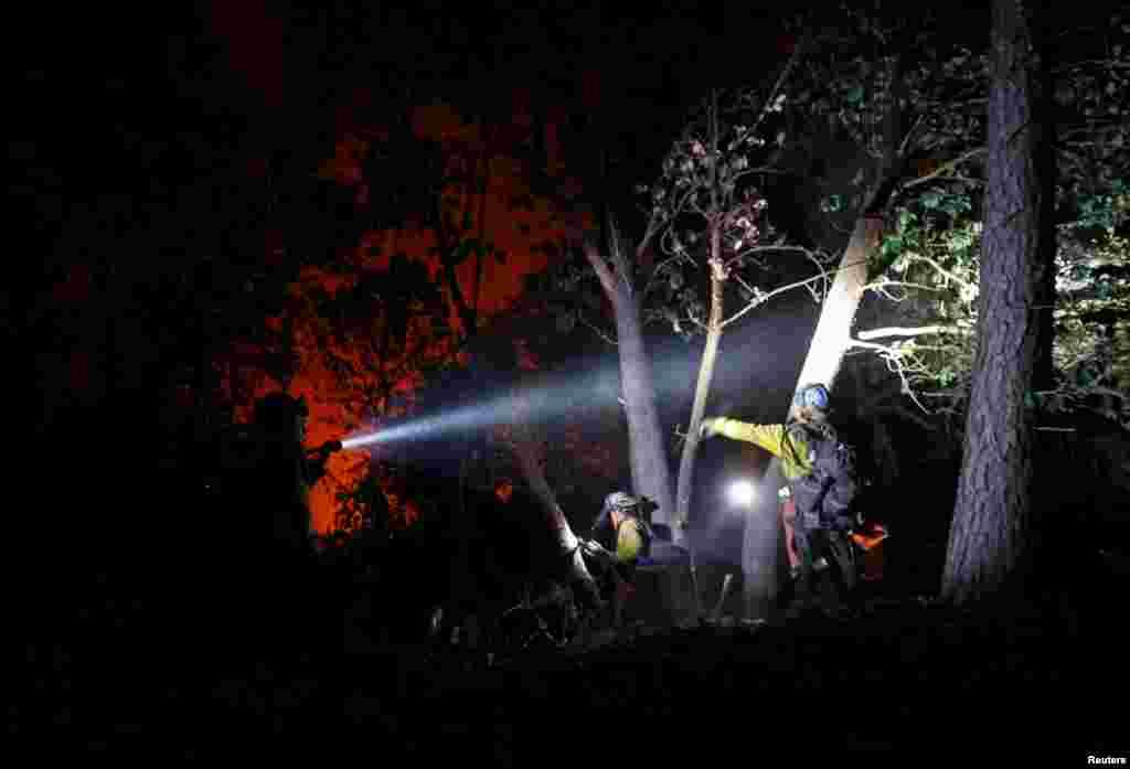 کیلی فورنیا کی ہمسایہ ریاست اوریگون میں بھی آگ بے قابو ہو گئی ہے۔ حکام کے مطابق آگ کی وجہ سے کئی قصبوں میں املاک کو نقصان پہنچا ہے۔