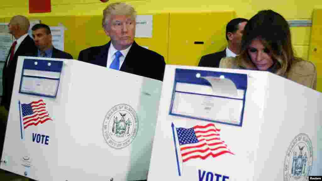 Le candidat républicain Donald Trump et son épouse Melania Trump votent à la PS 59 à New York, New York, 8 novembre 2016.