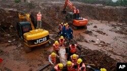 救援人員展開搜救