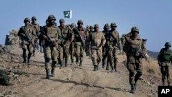 아프가니스탄 국경 인근에 있는 와지리스탄 지역에서 작전 중인 파키스탄군. (자료사진)