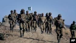 Militer Pakistan melancarkan serangkaian serangan atas militan di Waziristan Utara Minggu (15/6) pagi (foto: dok).