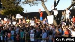 上千人庆祝同性恋里程碑(美国之音国符拍摄)