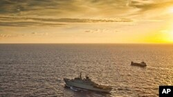 Tàu chiến của Thụy Điển hộ tống một tàu chở hàng ngoài khơi bờ biển Somalia