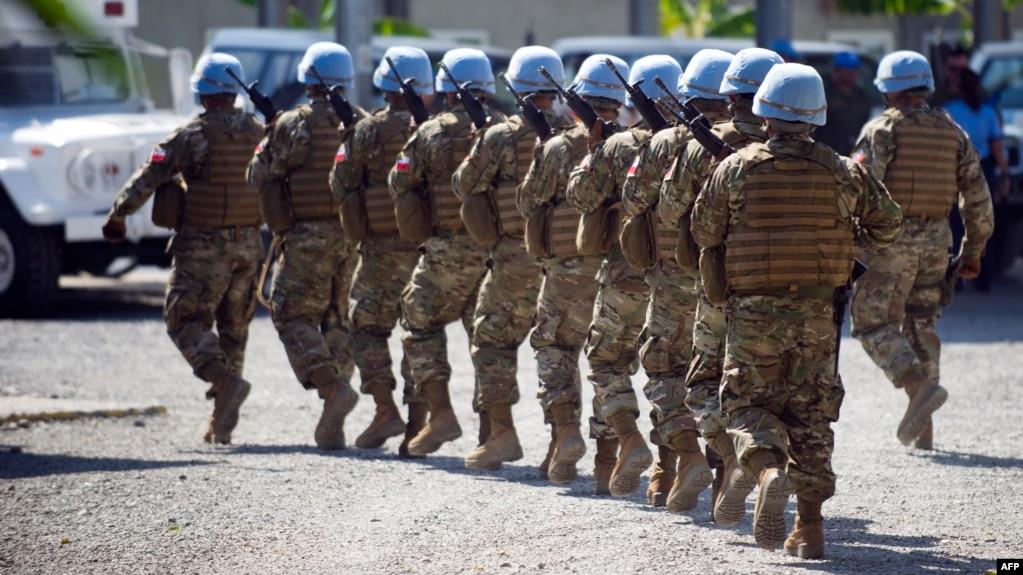 Herve Ladsous,jefe de la misión de paz de las Naciones Unidas estudia enviar a casa a los 2.358 soldados de 19 países que integran la misión de paz en Haití