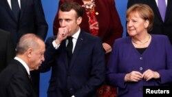 Президент Франції Еммануель Макрон та канцлер Німеччини Анґела Меркель і турецький президент Реджеп Таїп Ердоган на саміті НАТО 4 грудня 2019 р.