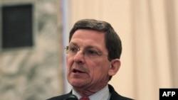 Đặc sứ Hoa Kỳ Marc Grossman trong cuộc họp báo ở Kabul, ngày 22/1/2012