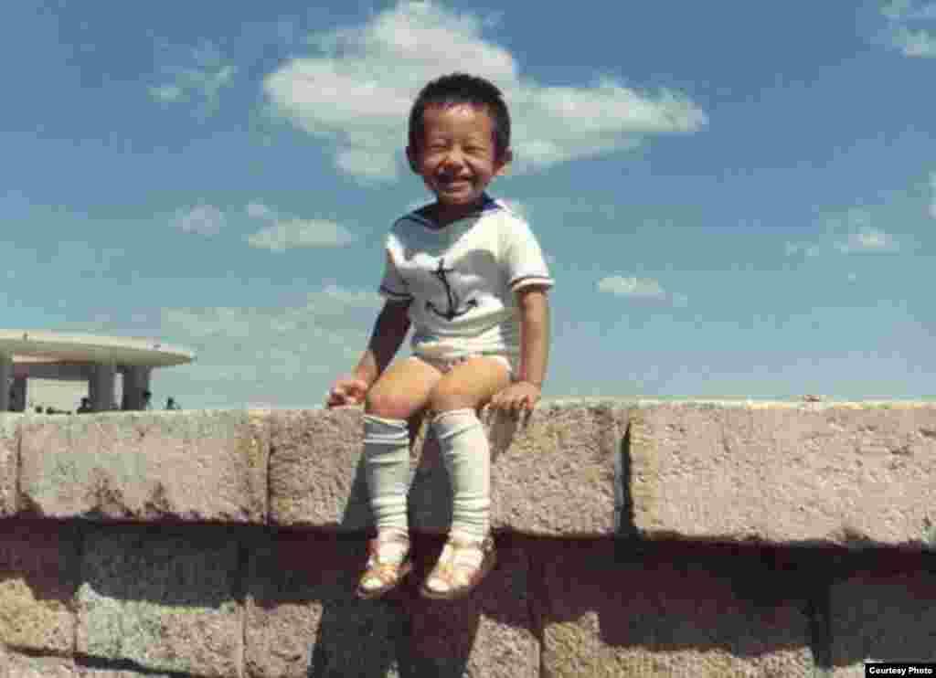 1980年出生在北京的王夕越是个爱笑的孩子(曲桦提供)