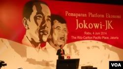 Calon presiden dari PDI Perjuangan Joko Widodo memaparkan visi dan misi bidang ekonomi di Jakarta, Rabu (4/6). (VOA/Andylala Waluyo)