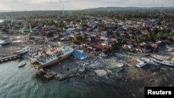 زلزله و سونامی جزیرۀ سولاویسی در مرکز اندونیزیا را تخریب کرد