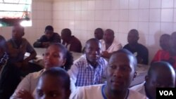 reclusos em aula de alfabetização