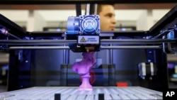 Printer 3D dipamerkan pada Pameran Elektronik Konsumen Internasional di Las Vegas, Nevada. (Foto: dok.)