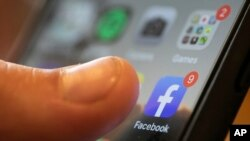 فیس بک نے کرونا وائرس اور اس کی ویکسین سے متعلق ایک کروڑ 20 لاکھ ایسی پوسٹس ہٹائی ہیں جنہیں عالمی ماہرین جعلی اور من گھڑت معلومات قرار دے چکے ہیں۔