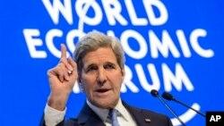 ဆြစ္ဇာလန္ႏုိင္ငံ Davos ၿမိဳ႕က ကမာၻ႔ စီးပြားေရး ႏွီးေႏွာဖလွယ္ပဲြ (WEF) ညီလာခံ မွာ မိန္႔ခြန္းေျပာေနတဲ့ ကန္ႏုိင္ငံျခားေရး ဝန္ႀကီး ကယ္ရီ ။