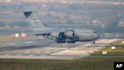 FILE - A United States Air Force cargo plane maneuvers on the runway after it landed at the Incirlik Air Base, on the outskirts of the city of Adana, southern Turkey, July 31, 2015. Pentagon orders to relocate 670 military dependents from Incirlik Air Base, Ismir, and Mugla, March 29, 2016, due to safety concerns.