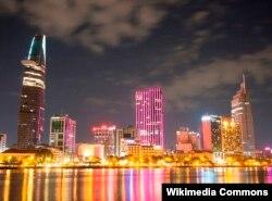 Khu trung tâm thành phố Hồ Chí Minh, nhìn từ phía quận 2 ban đêm