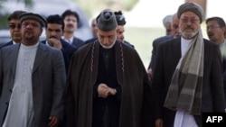 Hamid Karzai, eski Devlet Başkanı Burhaneddin Rabbani'nin cenaze töreninde (22 Eylül, 2011)