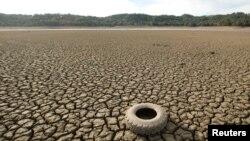 Lecho seco del lago Mendocino, en Ukiah, California.