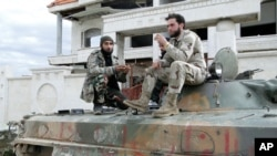 Tentara pemberontak Suriah menduduki akademi kepolisian di luar kota Aleppo (4/3).