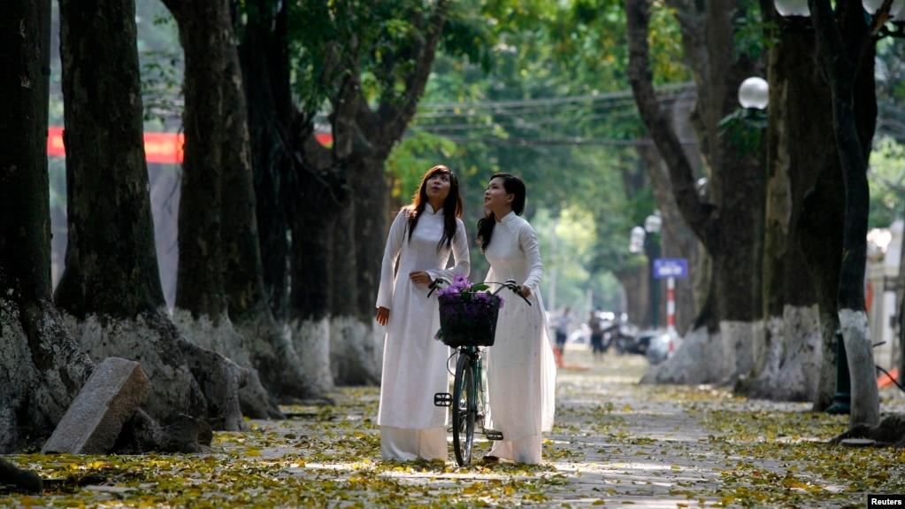Nữ sinh Việt Nam phải có chiều cao từ 1,5 met trở lên mới được xét tuyển vào ngành sư phạm.