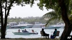 Día de de playa en Miami Beach durante el fin de semana del Día del Trabajo.