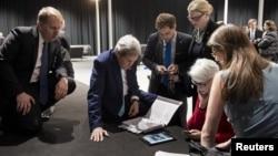 Джон Керри с экспертами