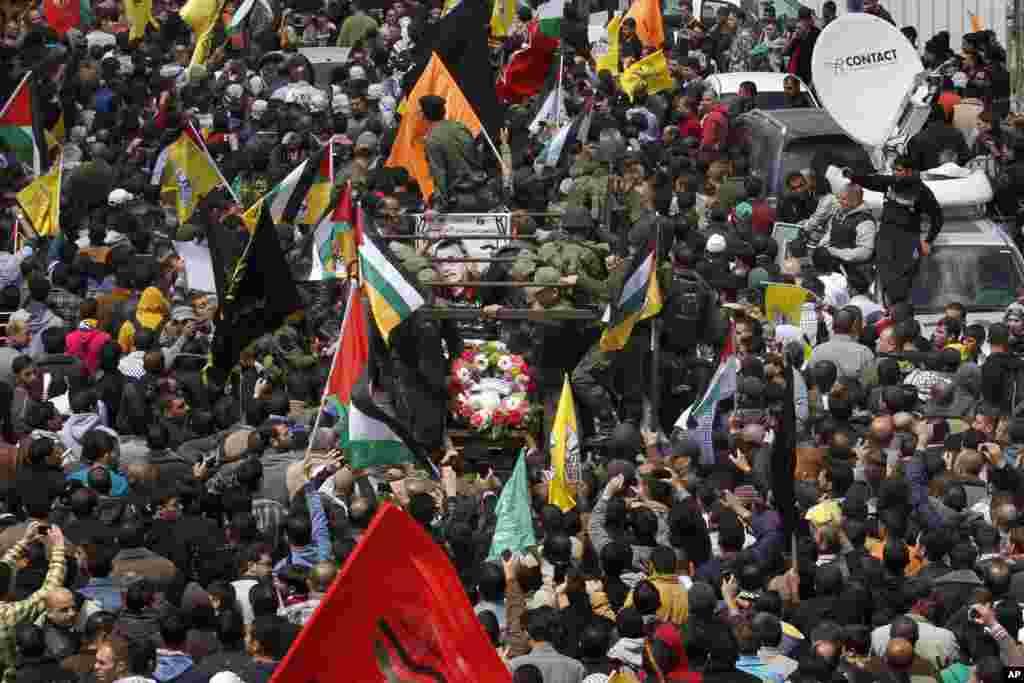 4일 요르단강 서안지구 헤브론 시에서 이스라엘 교도소 수감 생활 중 숨진 팔레스타인 장기수의 장례식이 거행되었다.