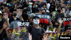 港人星期天(10月27日)继续走上街头抗议。路透社