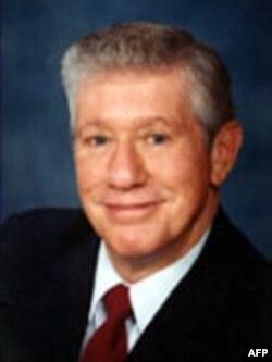 提交废除出生公民权的州议员伯尔曼