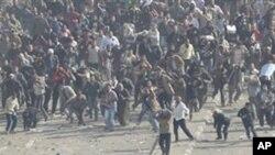 Confrontos no Cairo entre manifestantes pró e contra Hosni Mubarak