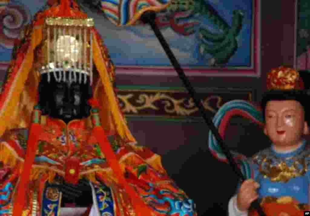 由台灣中部鹿港天后宮,引到昆山慧聚寺的黑面媽祖神像