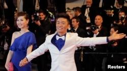 """2013年5月17日中国演员王宝强和妻子马蓉出席法国戛纳电影节,参加电影《天注定》的放映式。目前,尚不清楚中国广电总局关于防止""""炒作个人隐私、情感纠纷、家庭矛盾""""的通知是否针对王宝强事件。"""