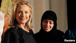 ثمر 2012ء میں جرات مند خواتین کا بین الاقوامی ایوارڈ حاصل کرنے والوں میں شامل ہیں۔
