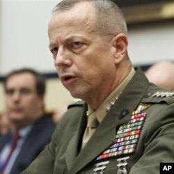 General Jon Allen Afg'onistondagi vaziyat bo'yicha Kongressga hisobot bermoqda.