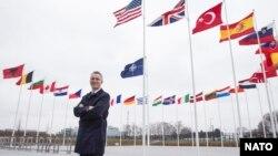 Jens Stoltenberg, generalni sekretar NATO-a ispred sjedišta Severno-atlantskog saveza u Briselu.