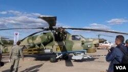 去年8月末莫斯科国际航展上展出的俄罗斯武装直升飞机 (美国之音白桦 拍摄)