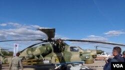 去年8月末莫斯科國際航展上展出的俄羅斯武裝直升機 (美國之音白樺 拍攝)
