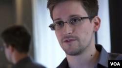 ທ້າວ Edward Snowden
